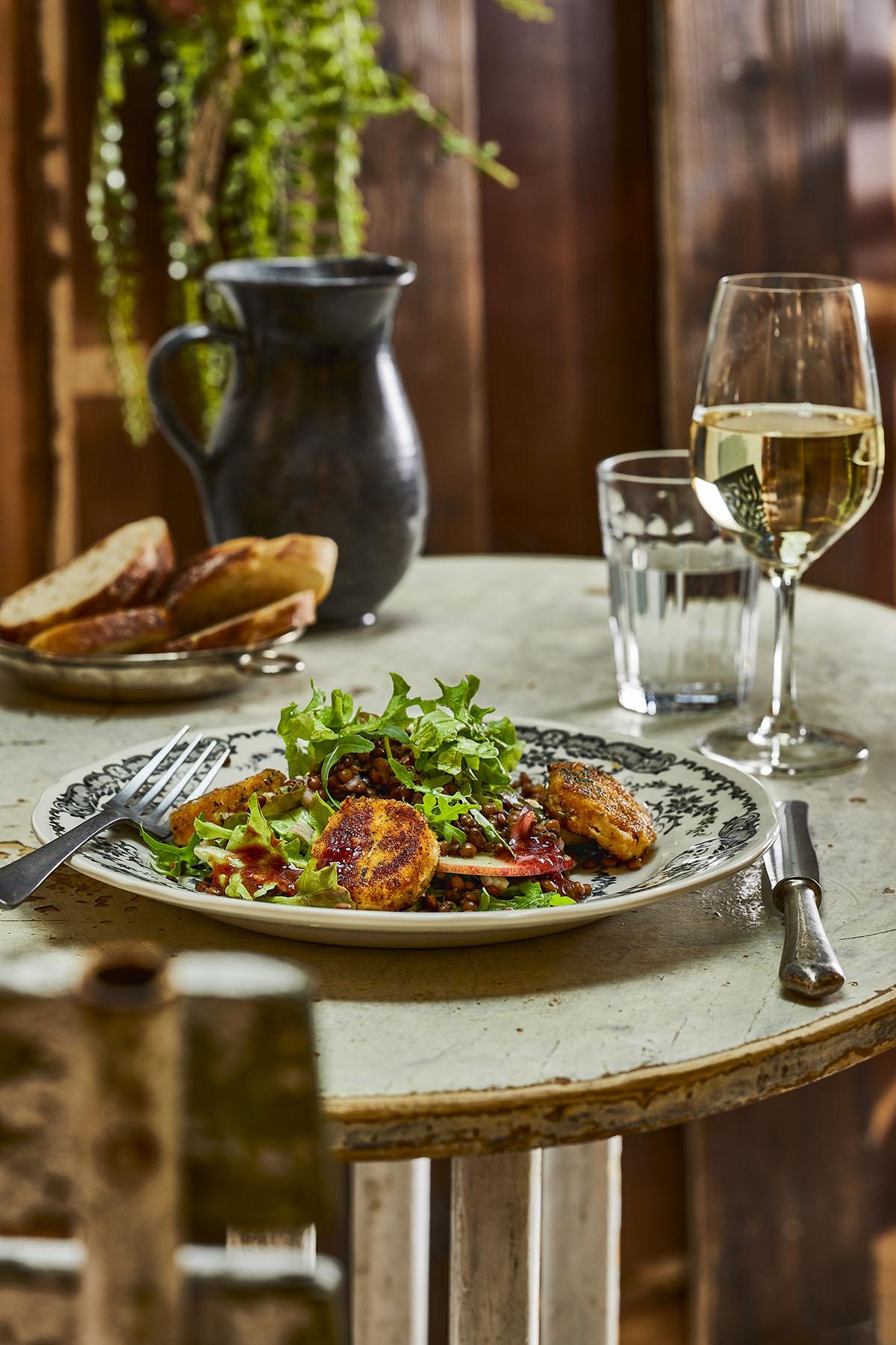 Linzensalade met geitenkaas en frambozen-vinaigrette