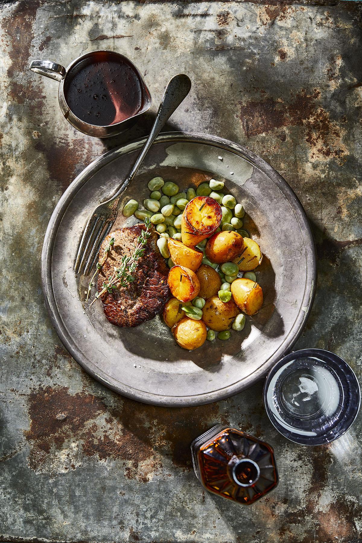 Biefstuk met rodewijnsaus en rozemarijnkrieltjes