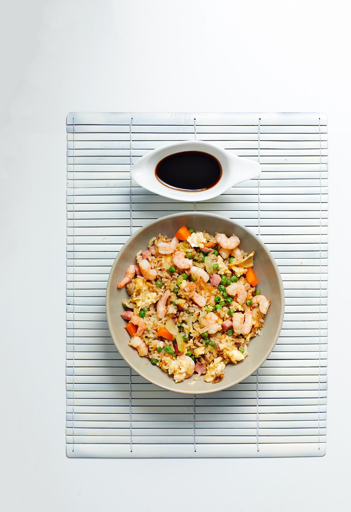 Kantonese gebakken rijst met garnalen