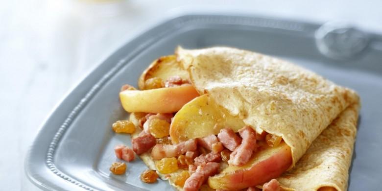Pannenkoek gevuld met spek en appel