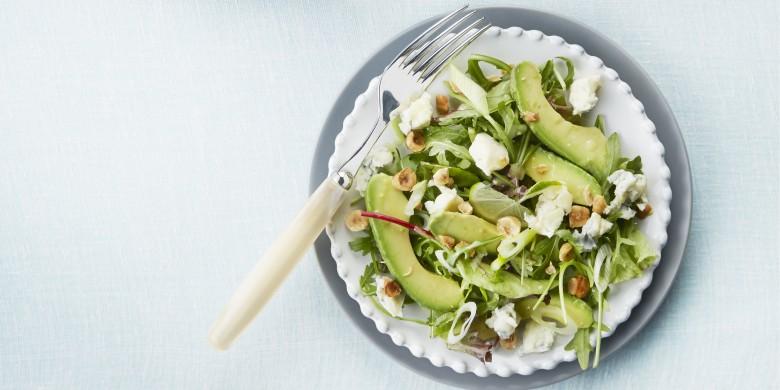 Avocadosalade met hazelnoten en limoendressing
