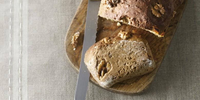 Walnoten-abrikozenbrood