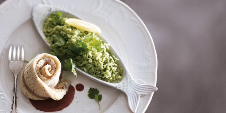 Gestoomde visfilet met bietensaus en groene rijst