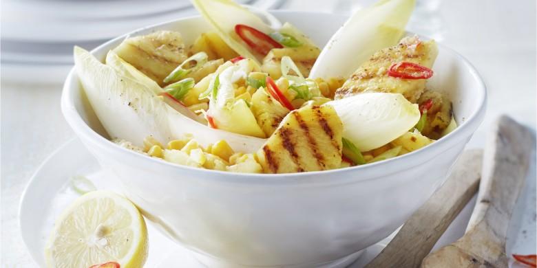 Pikante salade met gegrilde ananas